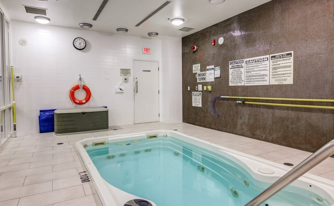 boutique-condos-21-nelson-st-toronto-king-west-amenities-hot-tub-jacuzzi