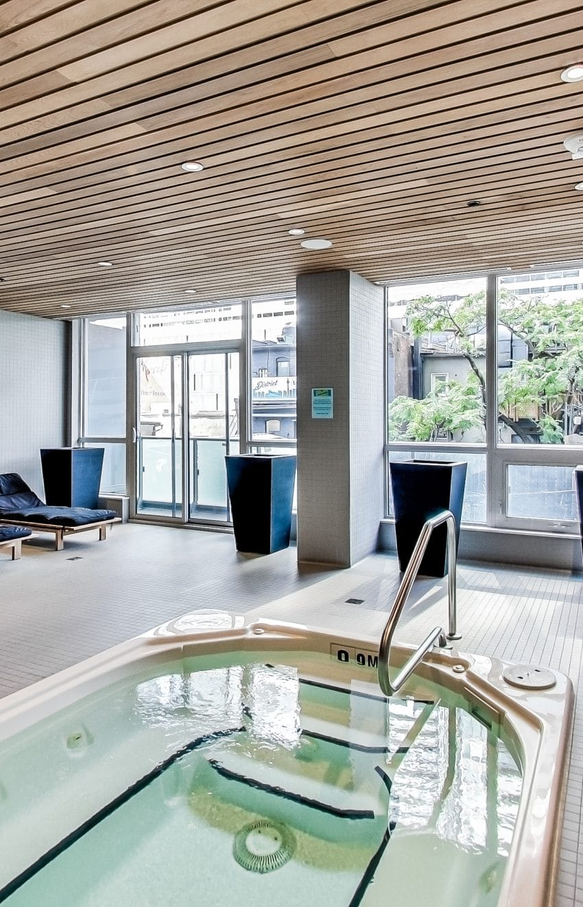 the-mercer-condos-8-mercer-st-toronto-king-west-amenities-hot-tub-health