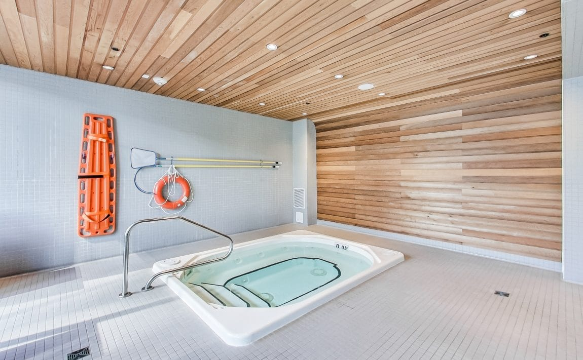 the-mercer-condos-8-mercer-st-toronto-king-west-amenities-hot-tub-jacuzzi