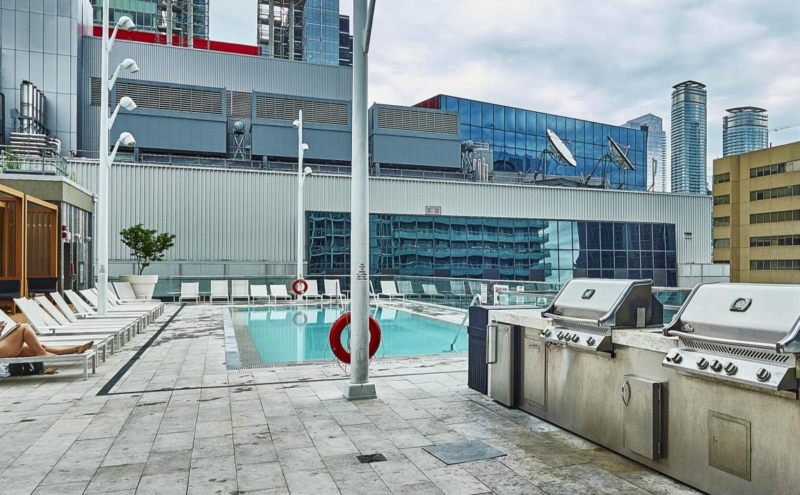 300-front-st-w-toronto-condos-for-sale-tridel-king-west-outdoor-pool