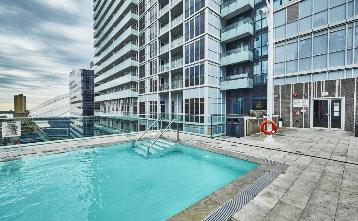 300-front-st-w-toronto-condos-for-sale-tridel-king-west-rooftop-pool