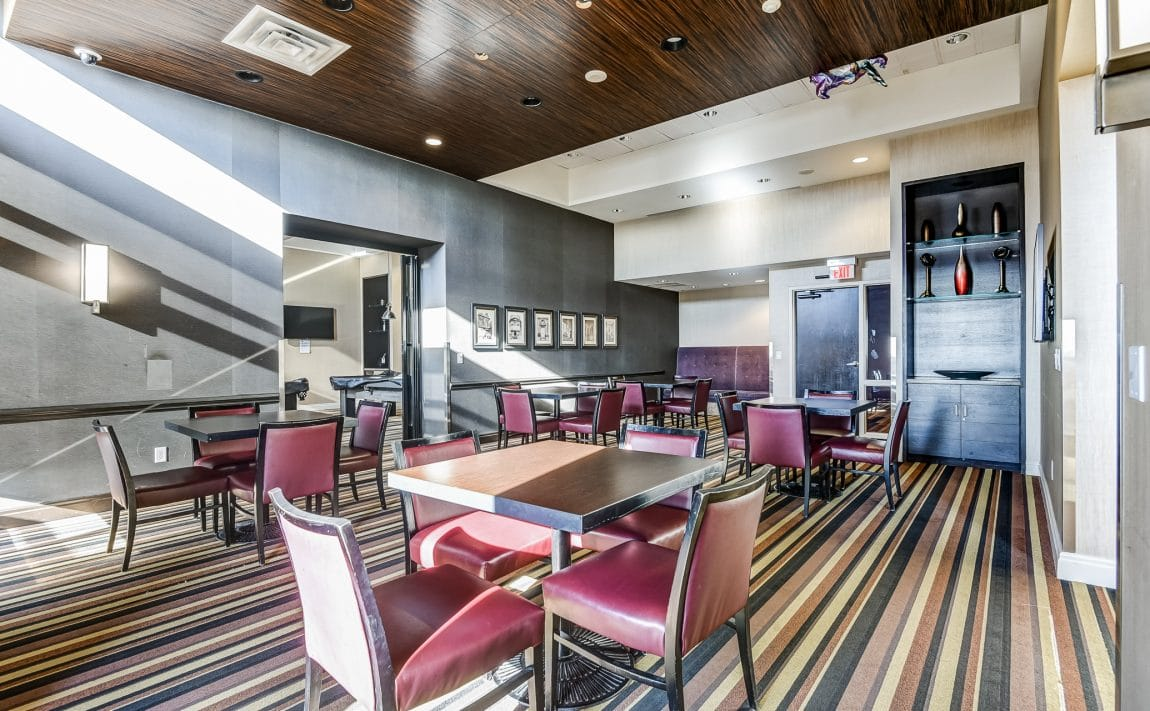 385-prince-of-wales-dr-chicago-condo-square-one-amenities-party-room