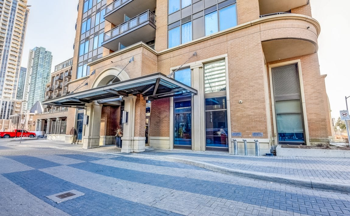 385-prince-of-wales-dr-chicago-condo-square-one-entrance-2
