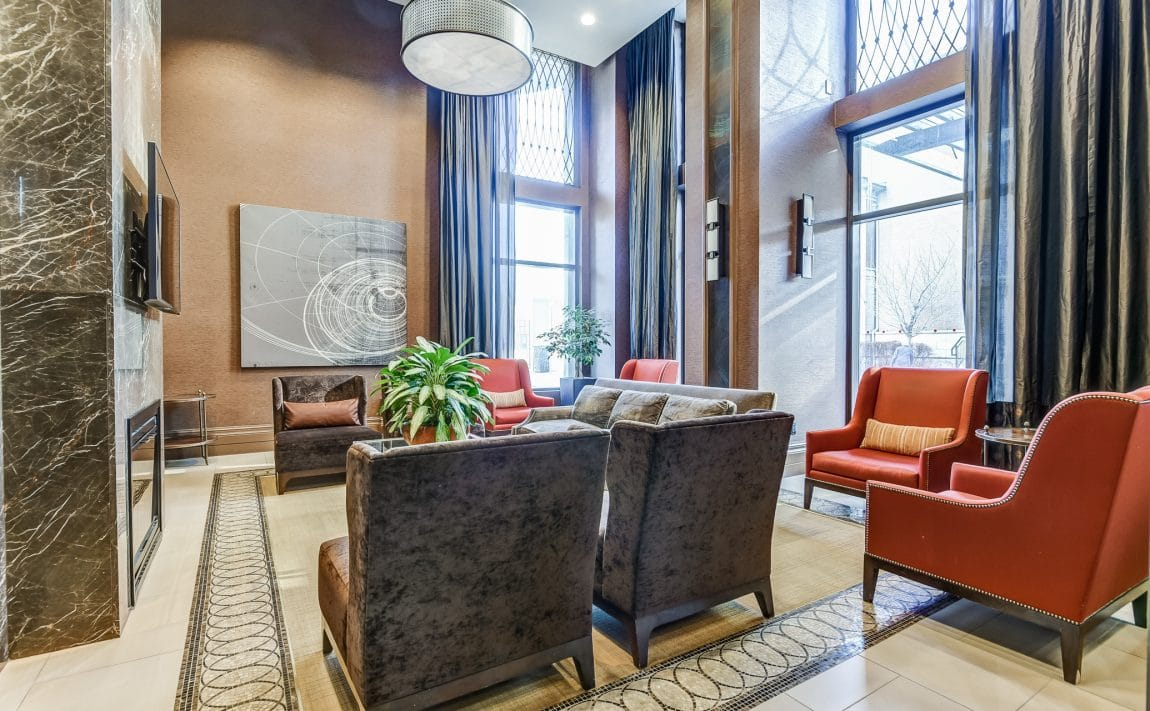 385-prince-of-wales-dr-chicago-condo-square-one-foyer-concierge