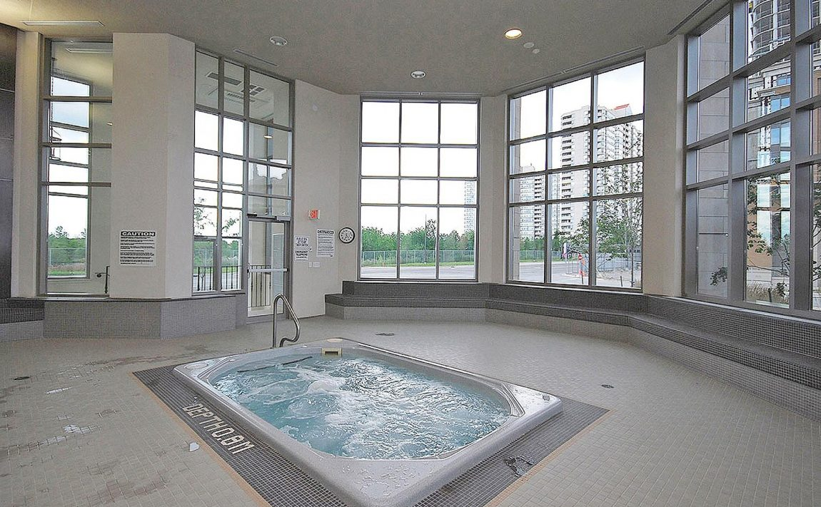 388-prince-of-wales-dr-one-park-tower-square-one-condos-indoor-hot-tub