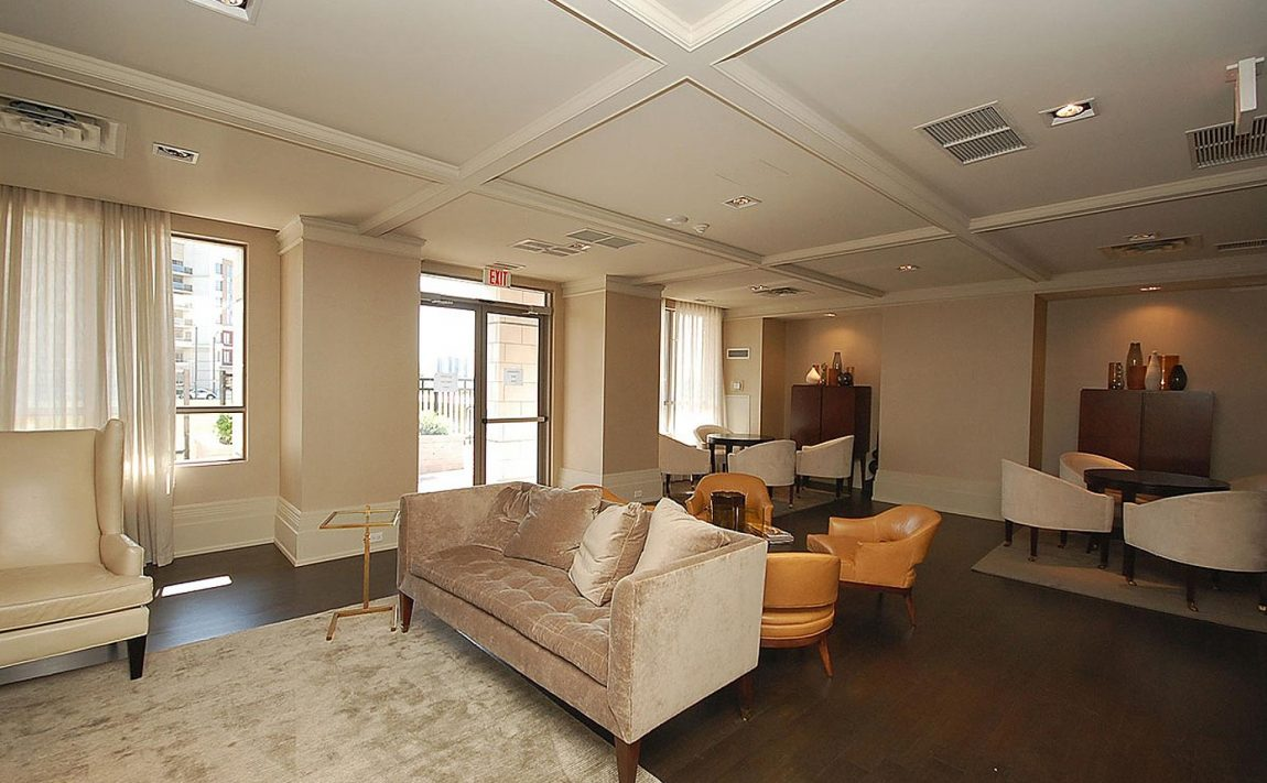 388-prince-of-wales-dr-one-park-tower-square-one-condos-sitting-room