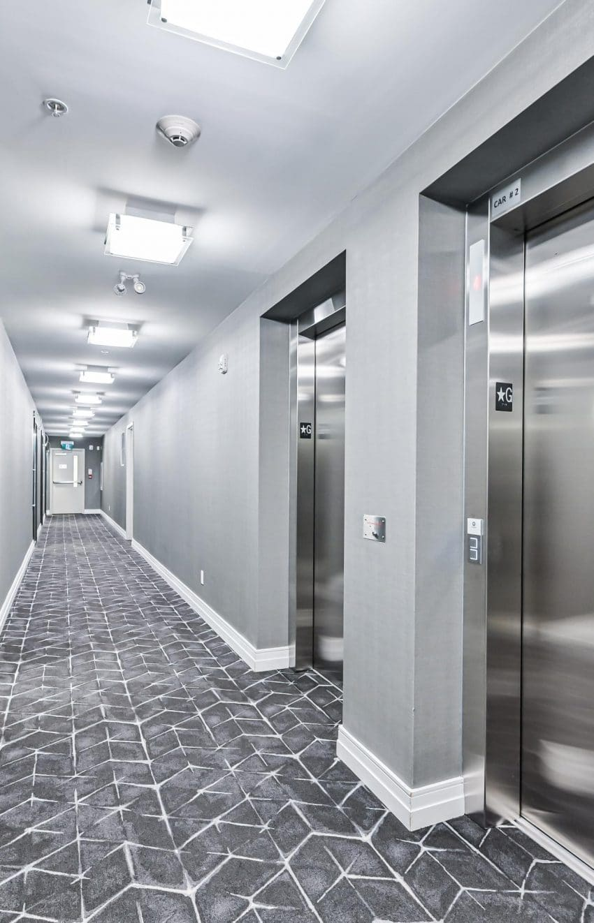 90-niagara-st-condos-for-sale-toronto-king-west-elevators-hallway