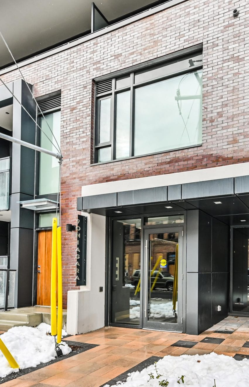 90-niagara-st-condos-for-sale-toronto-king-west-front-entrance