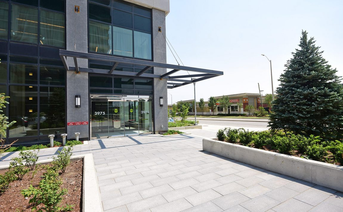 3975-grand-park-dr-mississauga-condos-for-sale-entrance