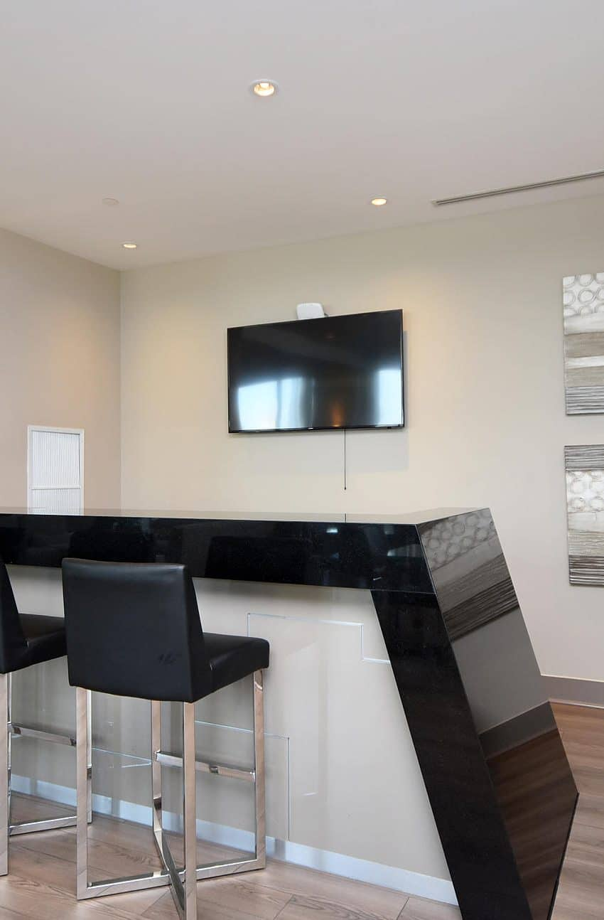 3975-grand-park-dr-mississauga-condos-for-sale-party-room-bar