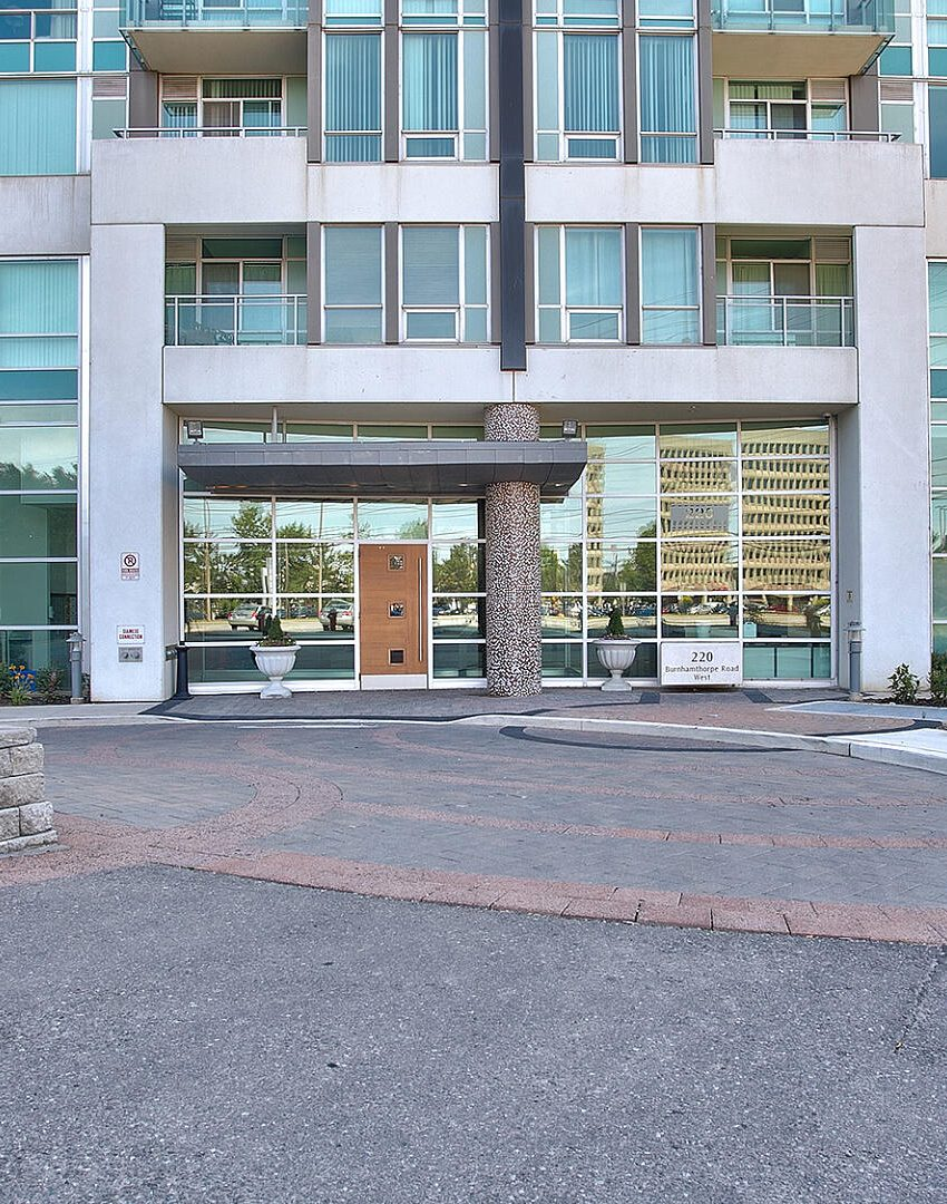 220-burnhamthorpe-rd-w-mississauga-citygate-condos-front-entrance