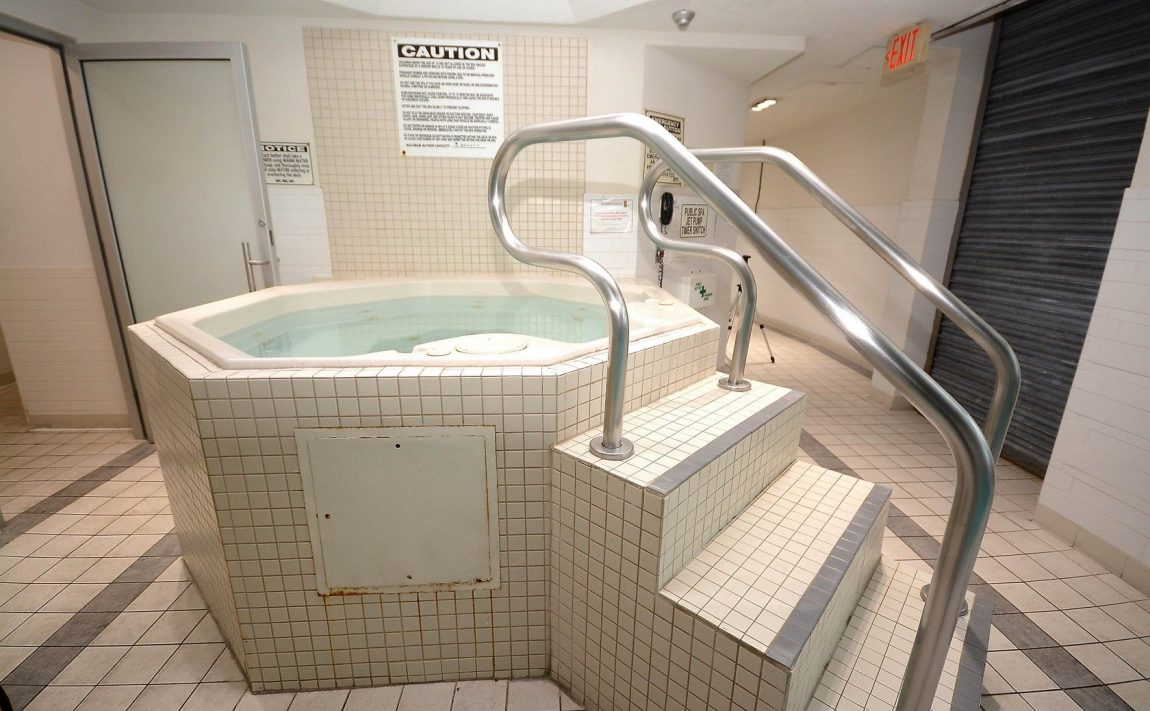 3939-duke-of-york-blvd-city-gate-condos-lofts-hot-tub