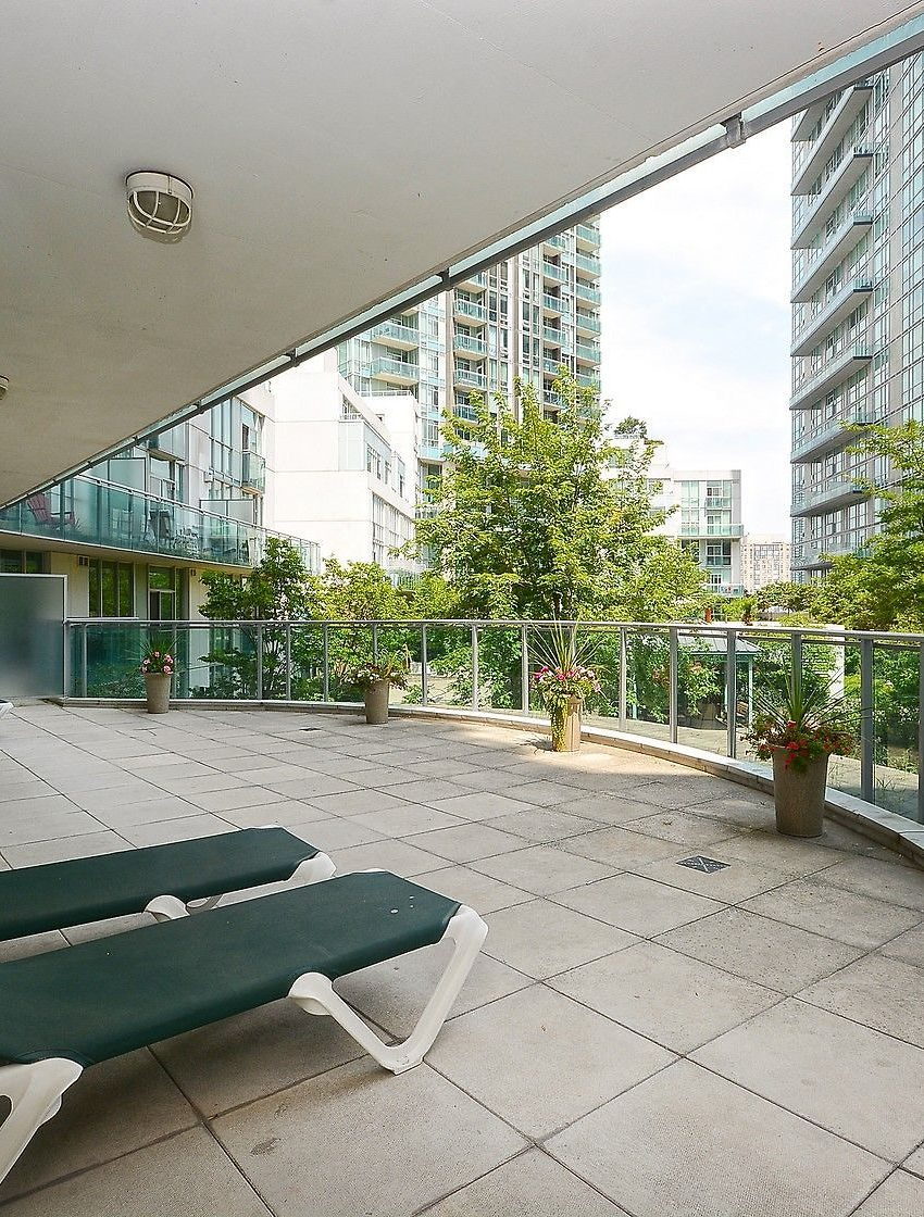 3939-duke-of-york-blvd-city-gate-condos-lofts-outdoor-lounge