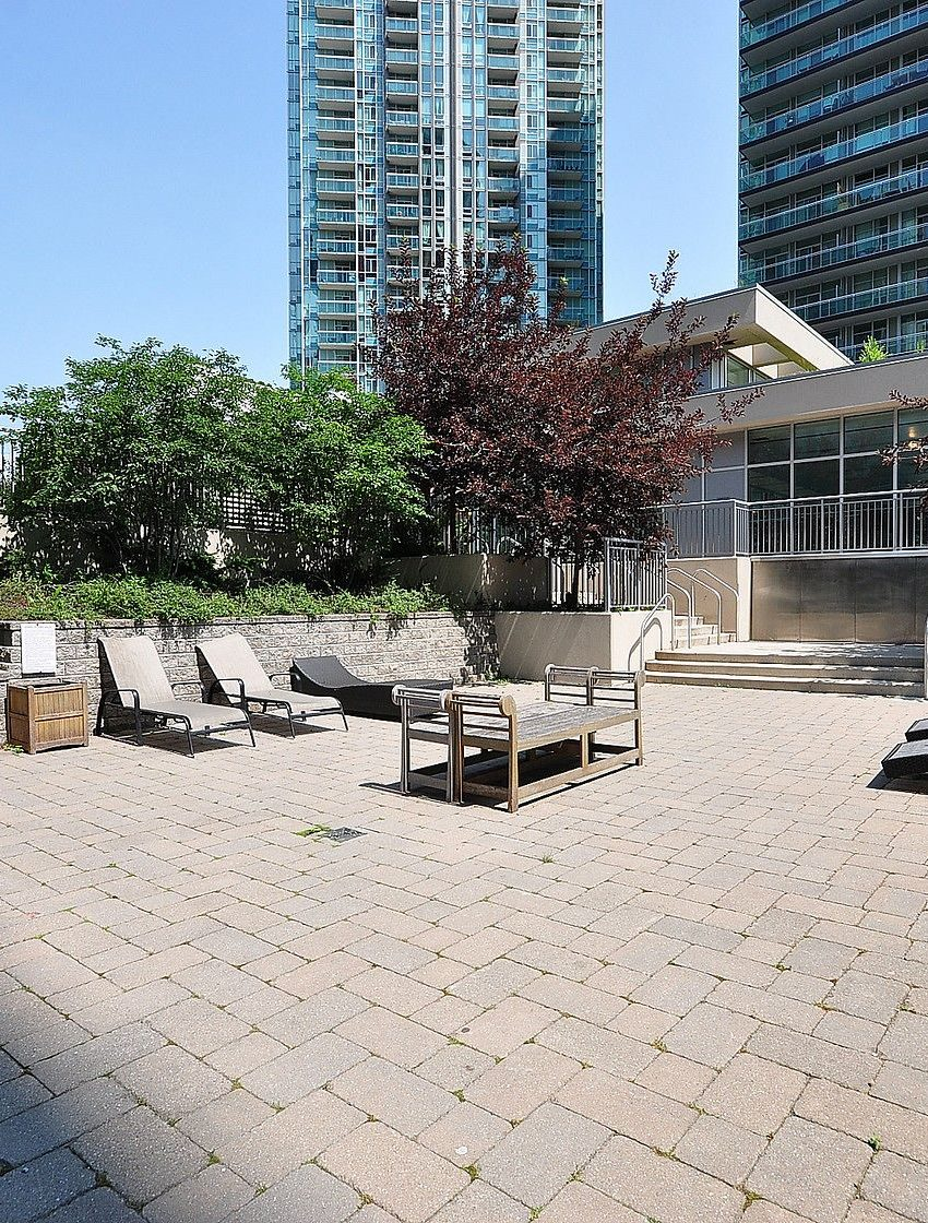 3939-duke-of-york-blvd-city-gate-condos-lofts-outdoor-terrace-bbq