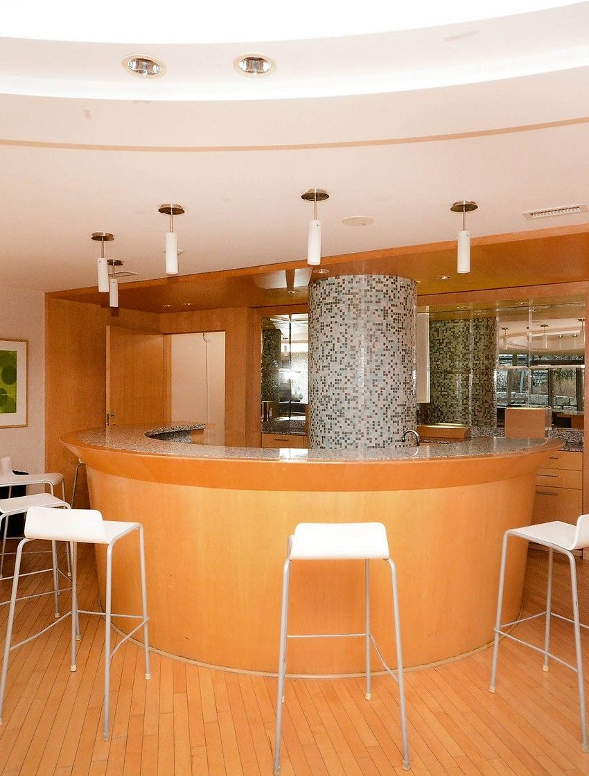 3939-duke-of-york-blvd-city-gate-condos-lofts-party-room-bar