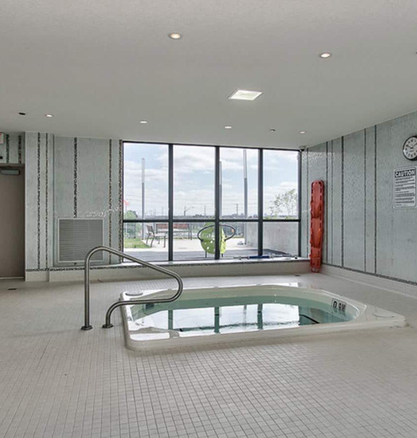 55-eglinton-ave-w-75-eglinton-ave-w-crystal-condos-mississauga-hot-tub