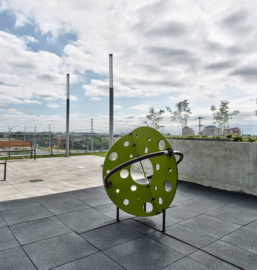 55-eglinton-ave-w-75-eglinton-ave-w-crystal-condos-mississauga-outdoor-terrace