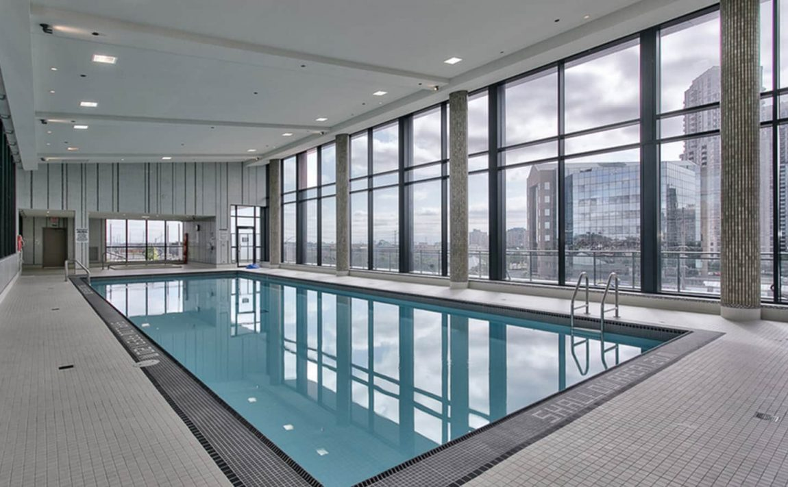 55-eglinton-ave-w-75-eglinton-ave-w-crystal-condos-mississauga-pool