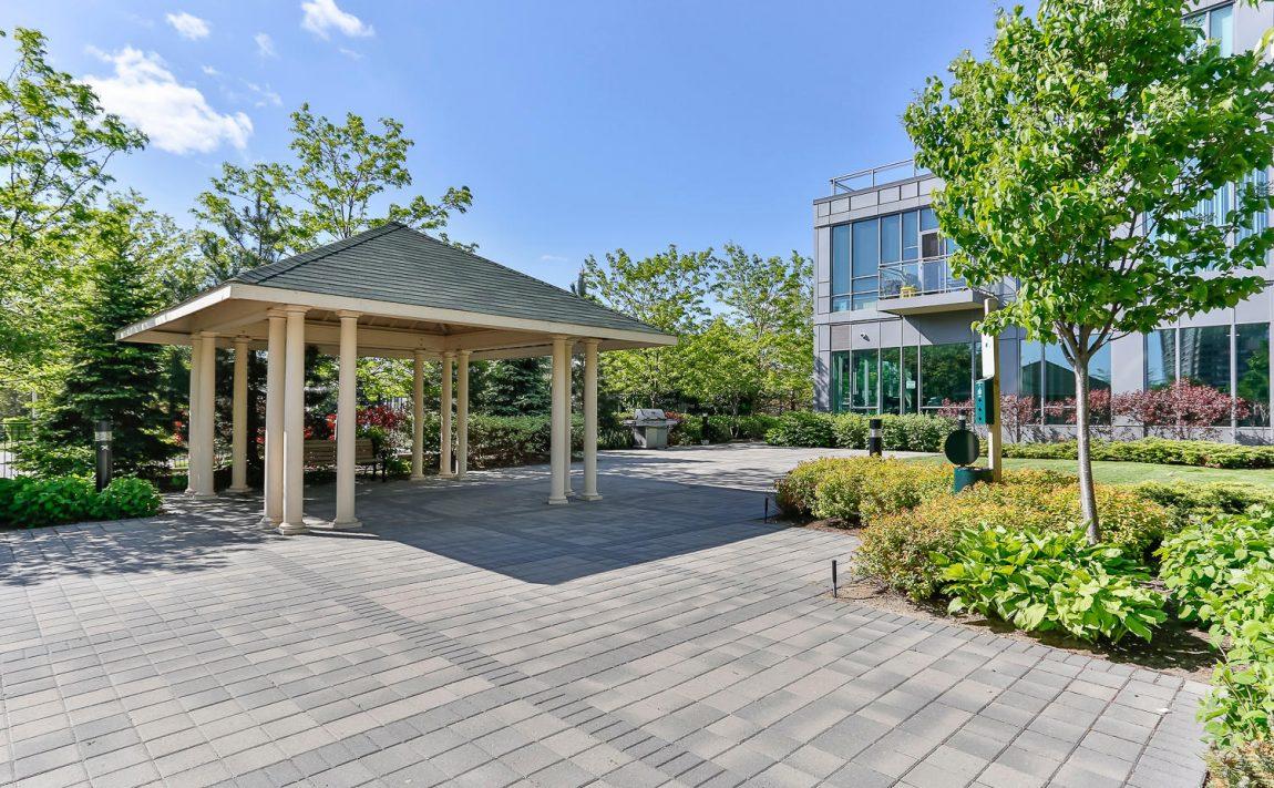 elle-condos-3525-kariya-dr-mississauga-amenities-outdoor-terrace
