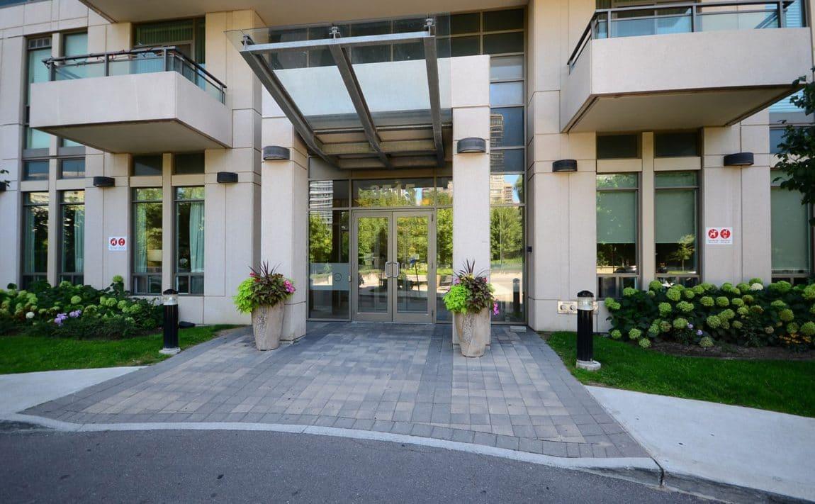 3515-kariya-dr-condos-mississauga-eve-front-entrance