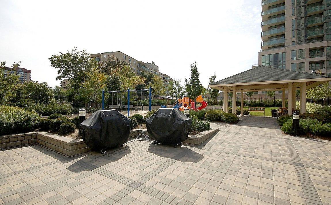 eden-park-3504-hurontario-st-mississauga-outdoor-terrace-bbq