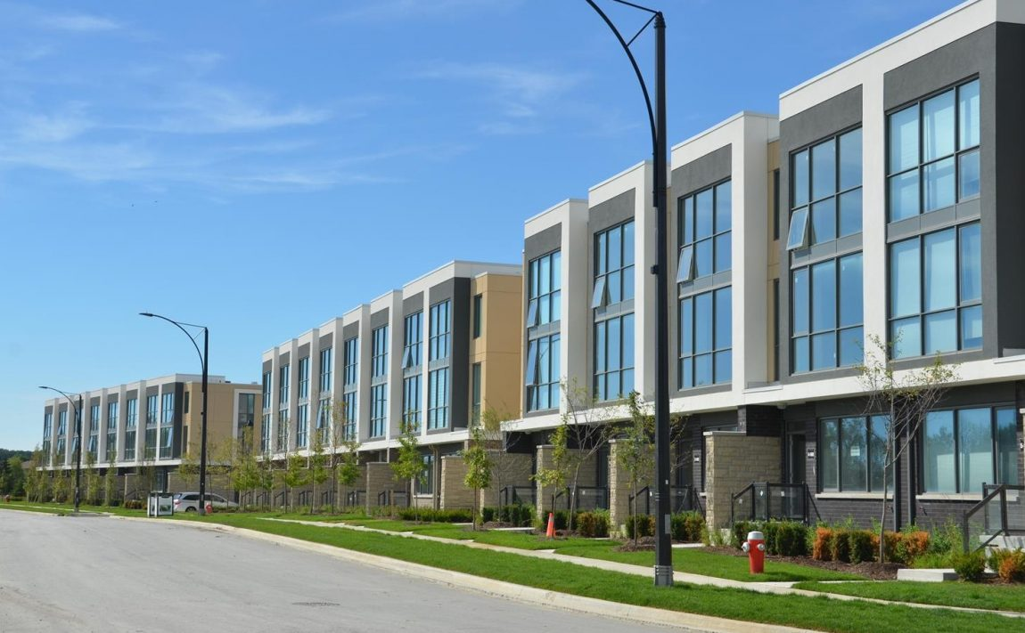 marquee-towns-little-creek-rd-four-springs-mississauga-luxury-townhouses-exterior