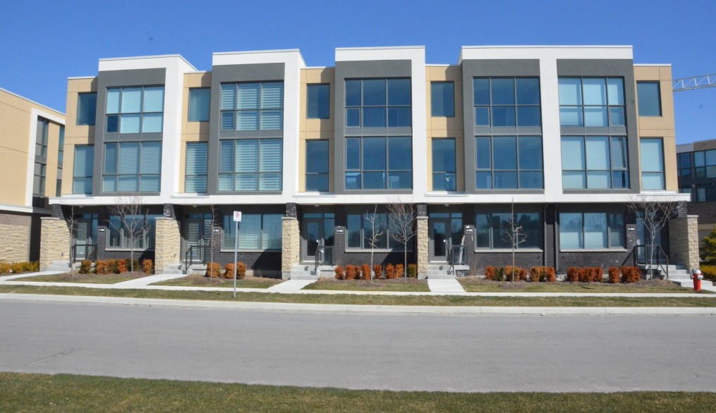 marquee-towns-little-creek-rd-four-springs-mississauga-luxury-townhouses