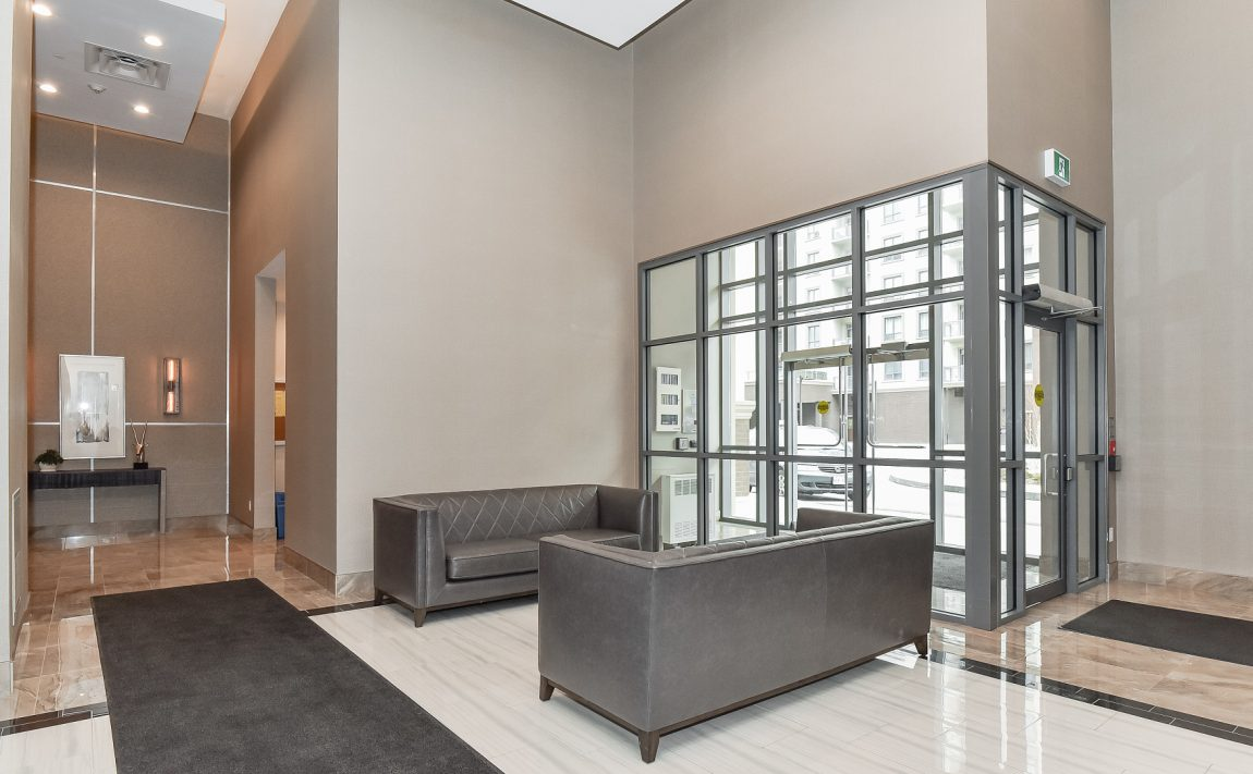 2486-old-bronte-rd-2490-old-bronte-rd-oakville-mint-condos-foyer