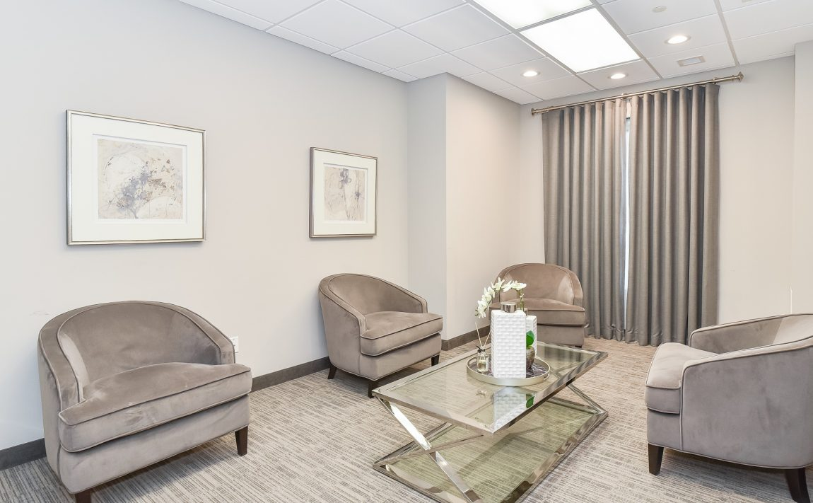 2486-old-bronte-rd-2490-old-bronte-rd-oakville-mint-condos-lounge-amenities