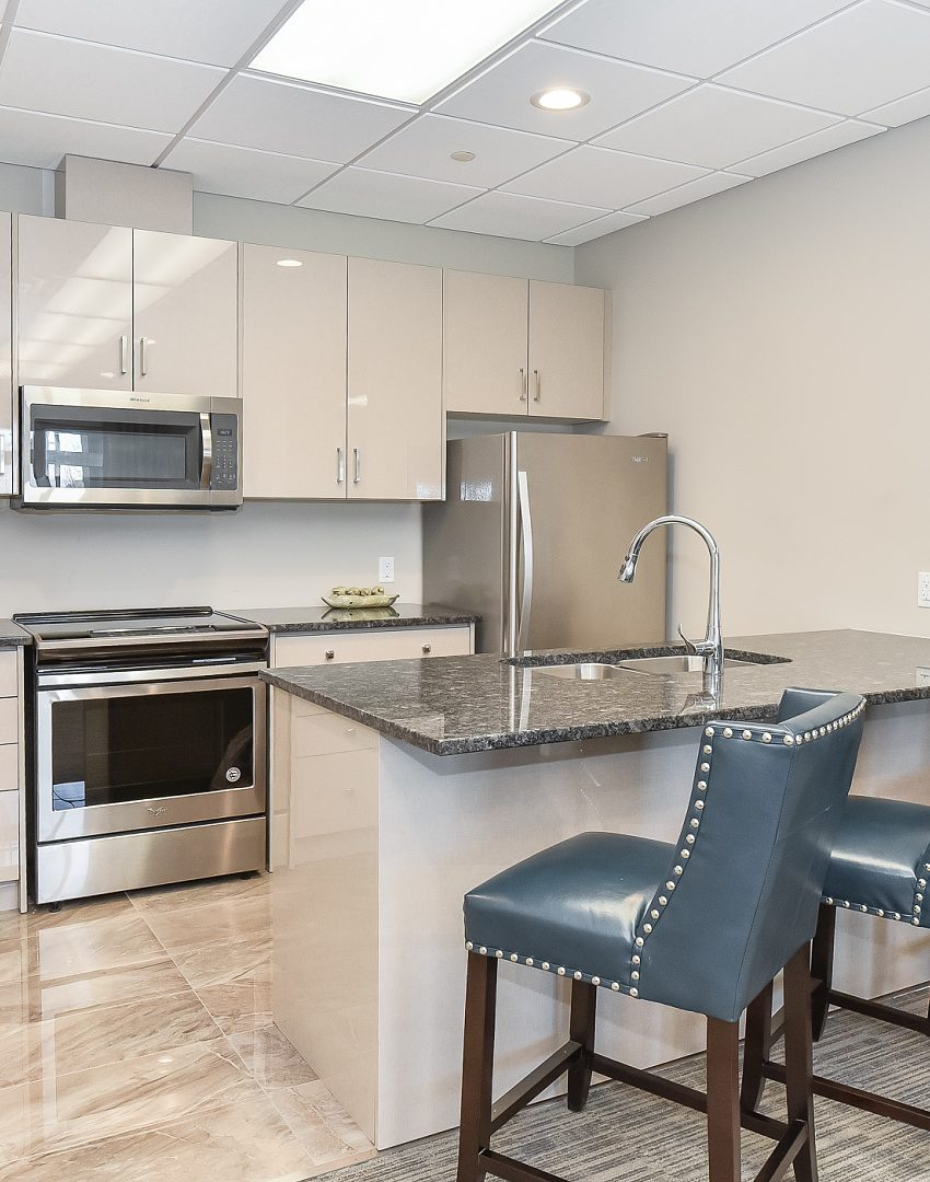 2486-old-bronte-rd-2490-old-bronte-rd-oakville-mint-condos-party-room-kitchen