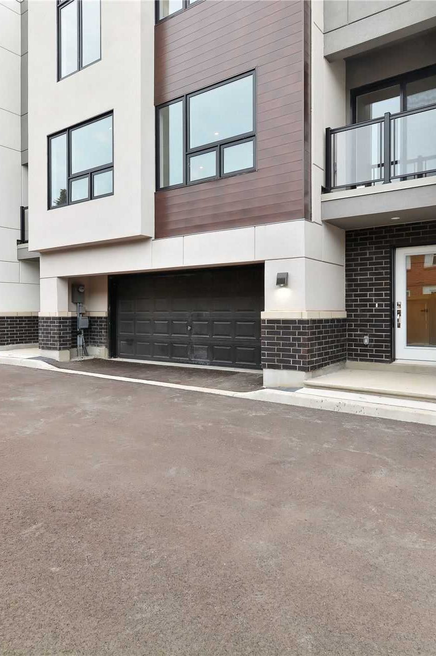 curate-towns-5451-lakeshore-rd-burlington-townhouses-2-car-parking