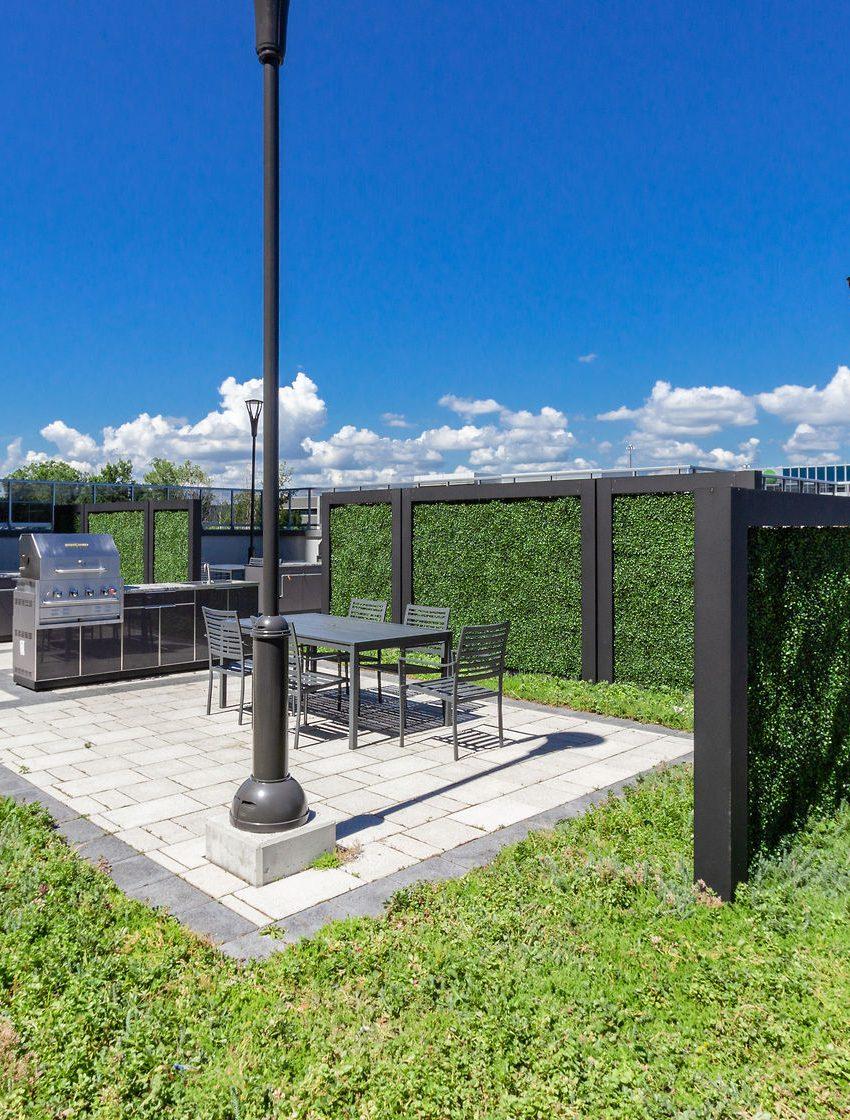 paradigm-condos-2081-2087-2093-fairview-st-burlington-rooftop-terrace