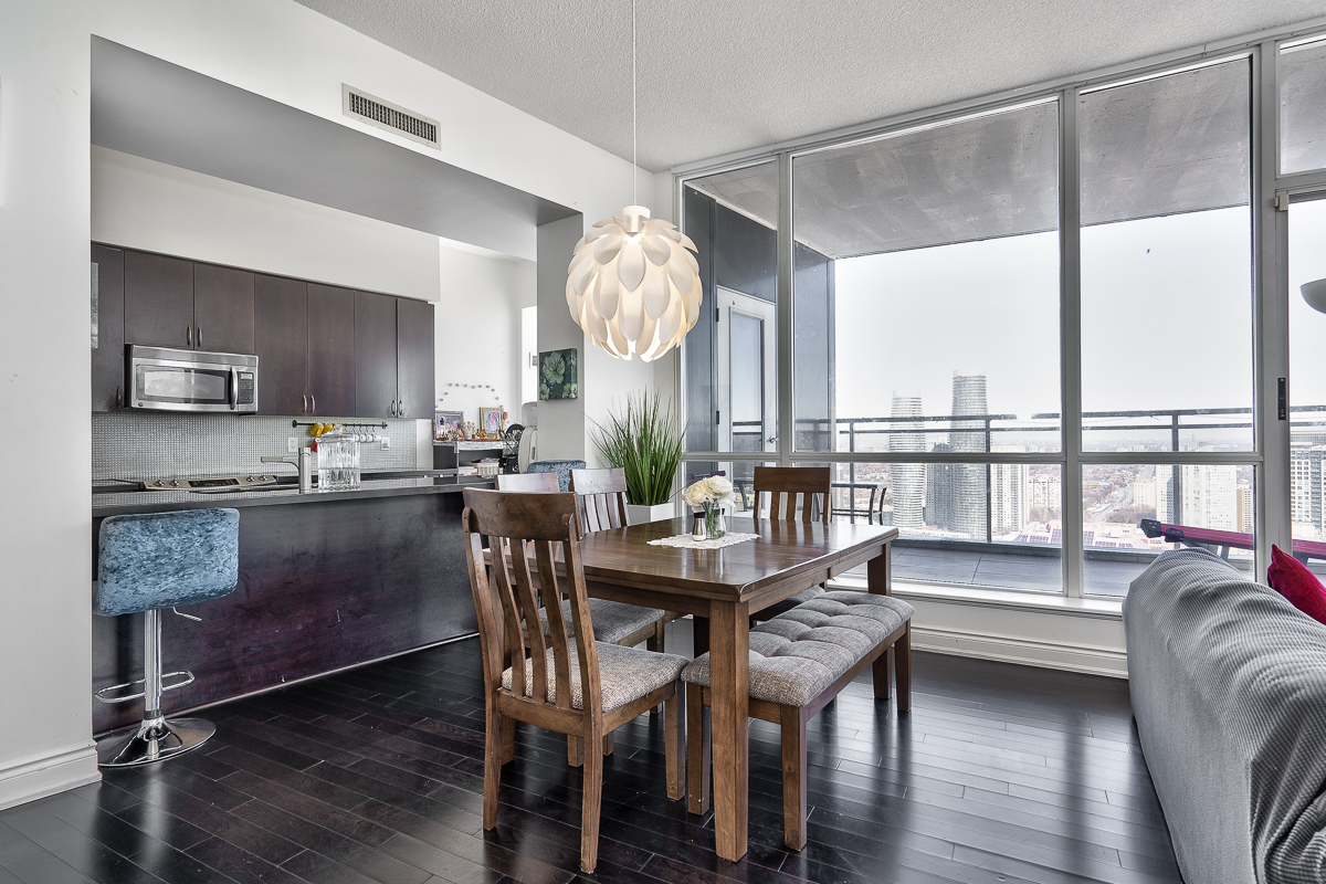 3404-223-webb-dr-onyx-penthouse-square-one-kitchen-dining