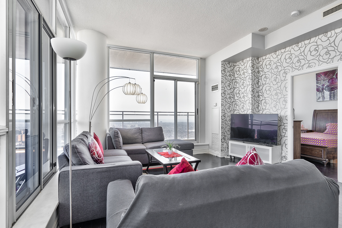 3404-223-webb-dr-onyx-penthouse-square-one-living-room-2