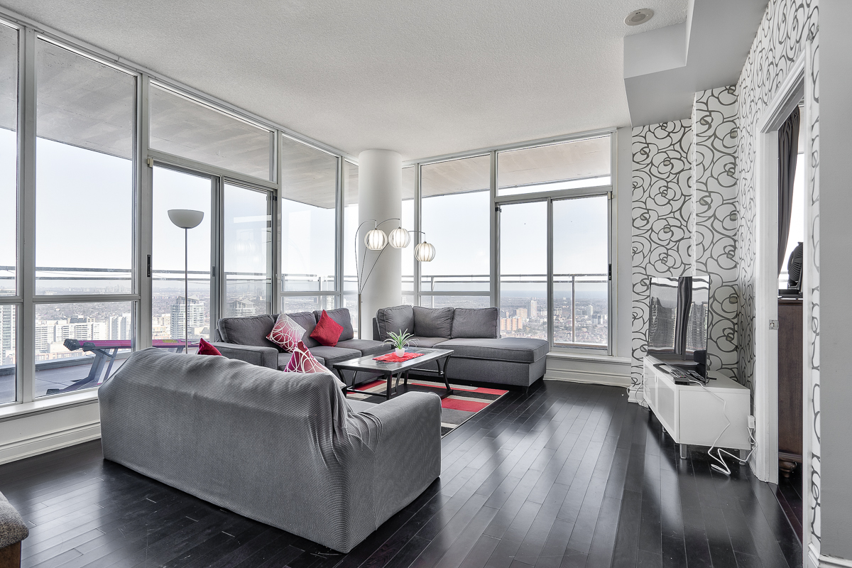 3404-223-webb-dr-onyx-penthouse-square-one-living-room