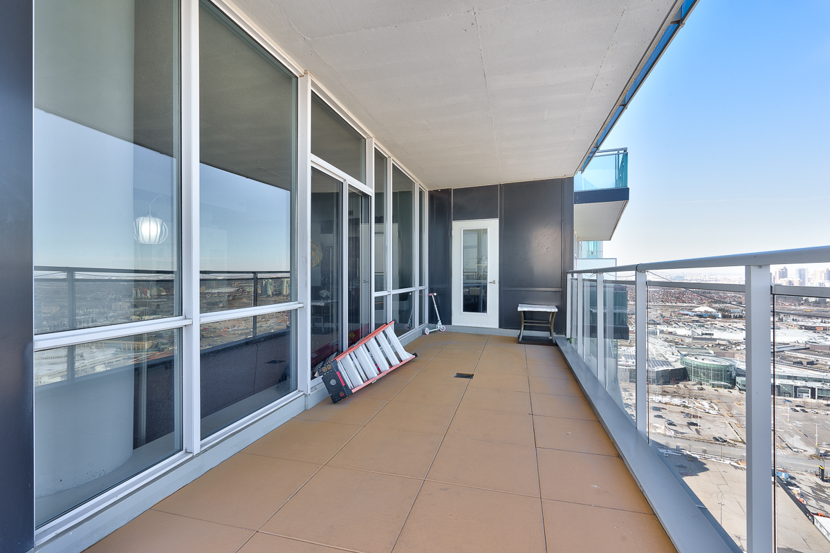 3404-223-webb-dr-onyx-penthouse-square-one-terrace-balcony-2