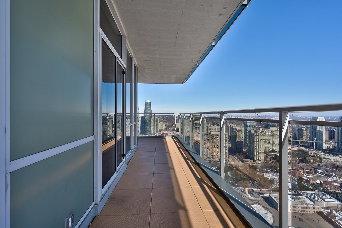 3404-223-webb-dr-onyx-penthouse-square-one-terrace-balcony-south-east