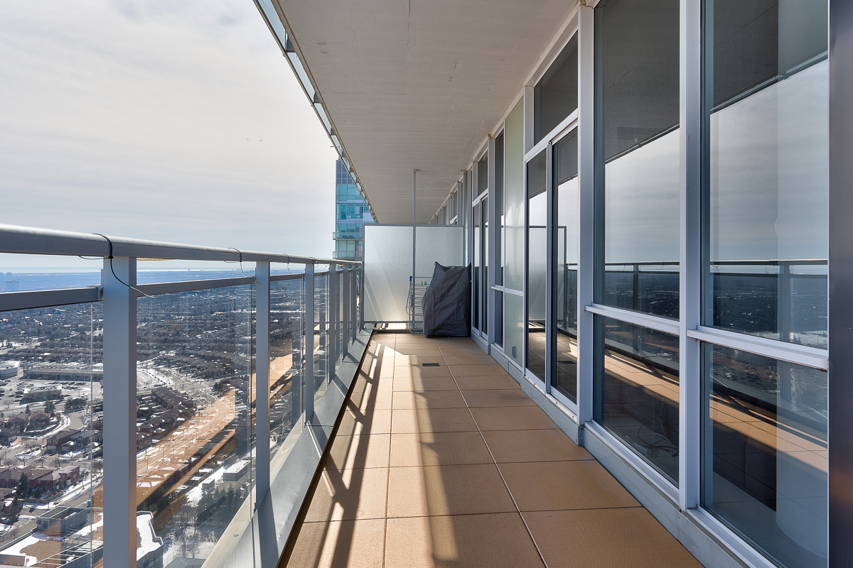 3404-223-webb-dr-onyx-penthouse-square-one-terrace-balcony-south