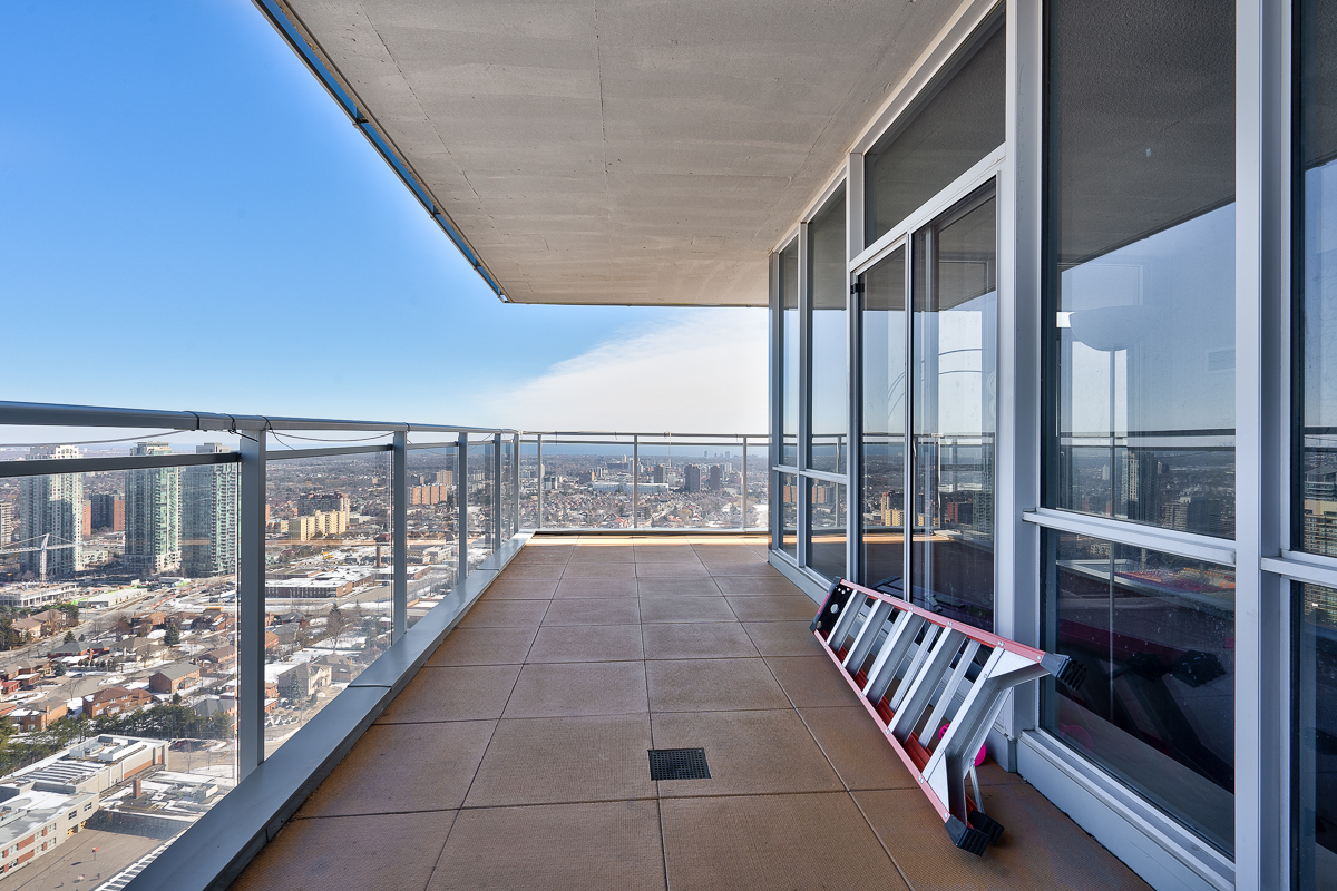 3404-223-webb-dr-onyx-penthouse-square-one-terrace-balcony