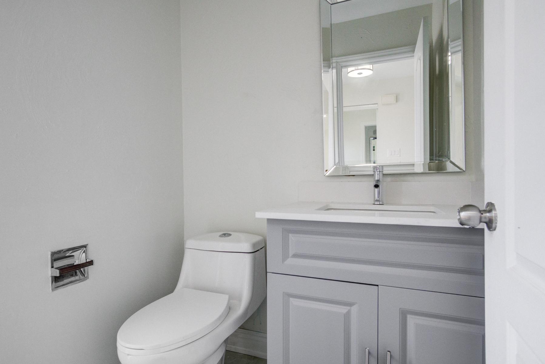 brampton-houses-for-sale-real-estate-ground-floor-powder-room