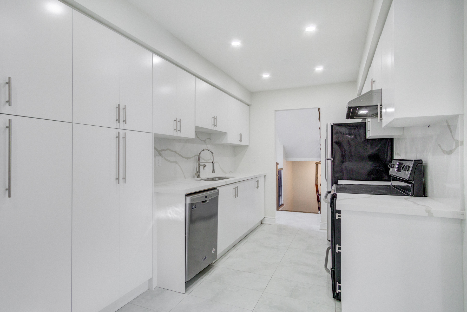 brampton-houses-for-sale-real-estate-kitchen-marble-counters