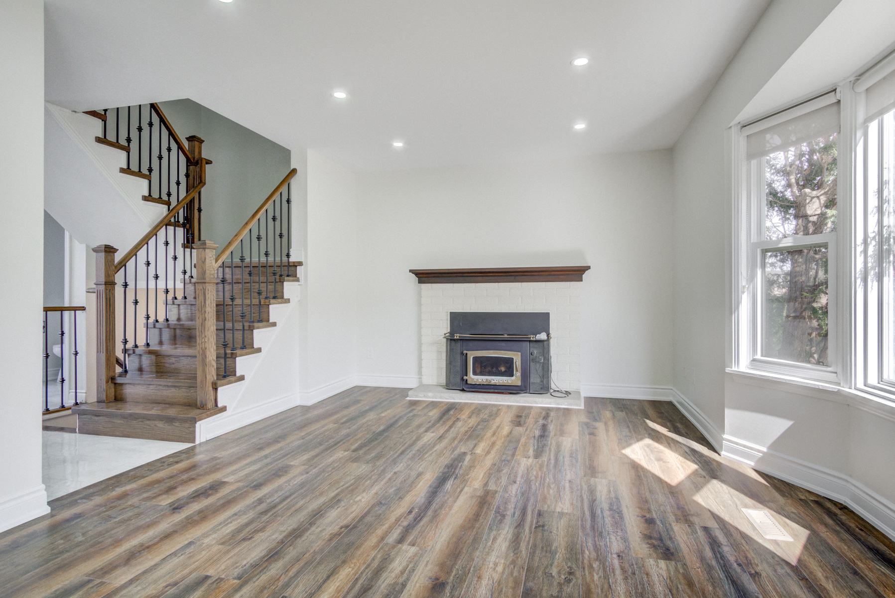 brampton-houses-for-sale-real-estate-living-room-wood-fireplace