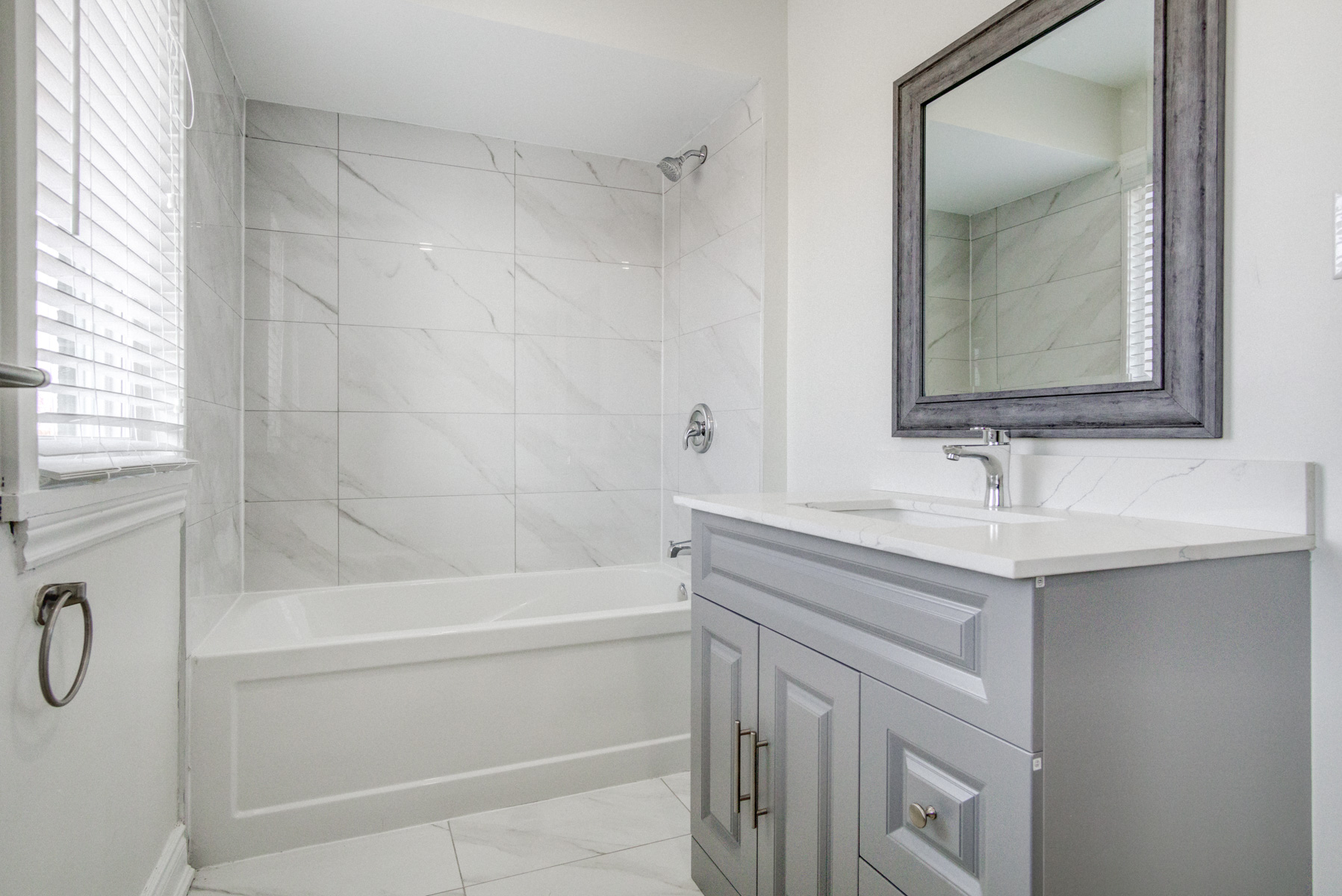 brampton-houses-for-sale-real-estate-second-floor-bathroom