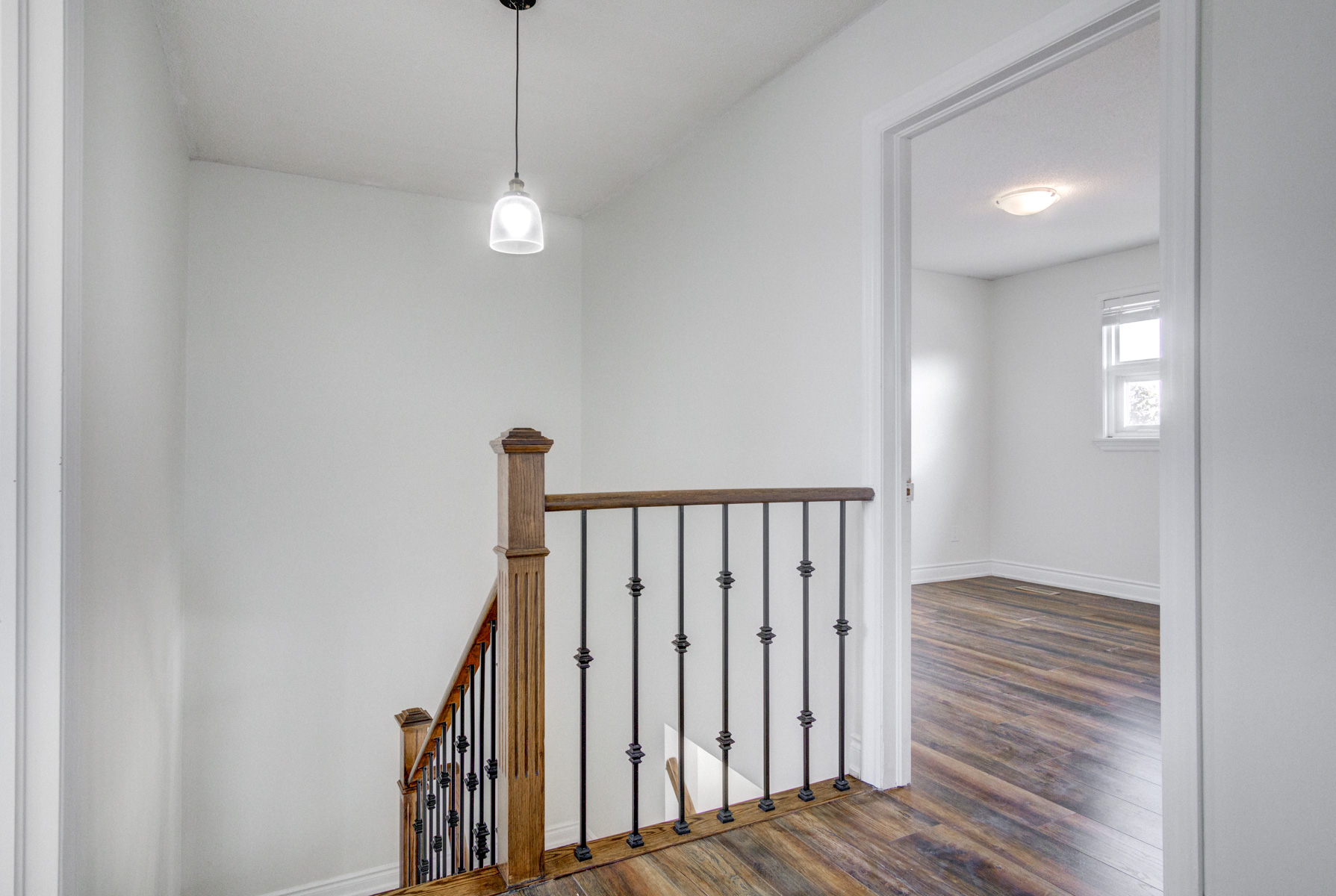 brampton-houses-for-sale-real-estate-wood-stairs-landing