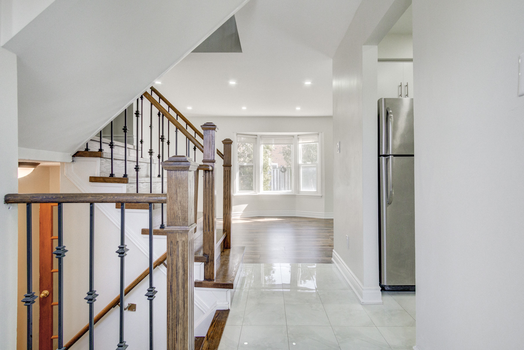 brampton-houses-for-sale-real-estate-wood-stairs