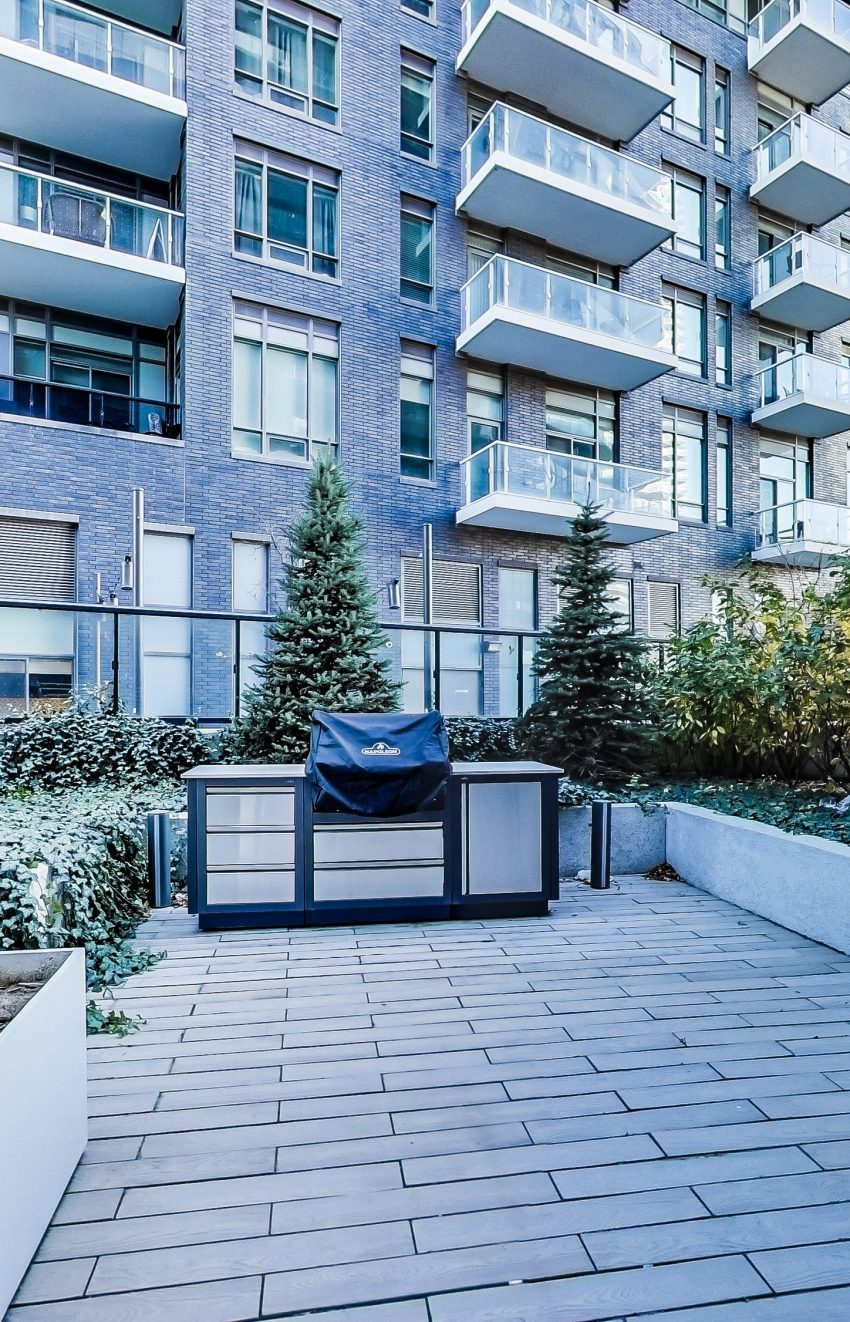 cove-at-waterways-39-annie-craig-dr-humber-bay-shores-amenities-bbq