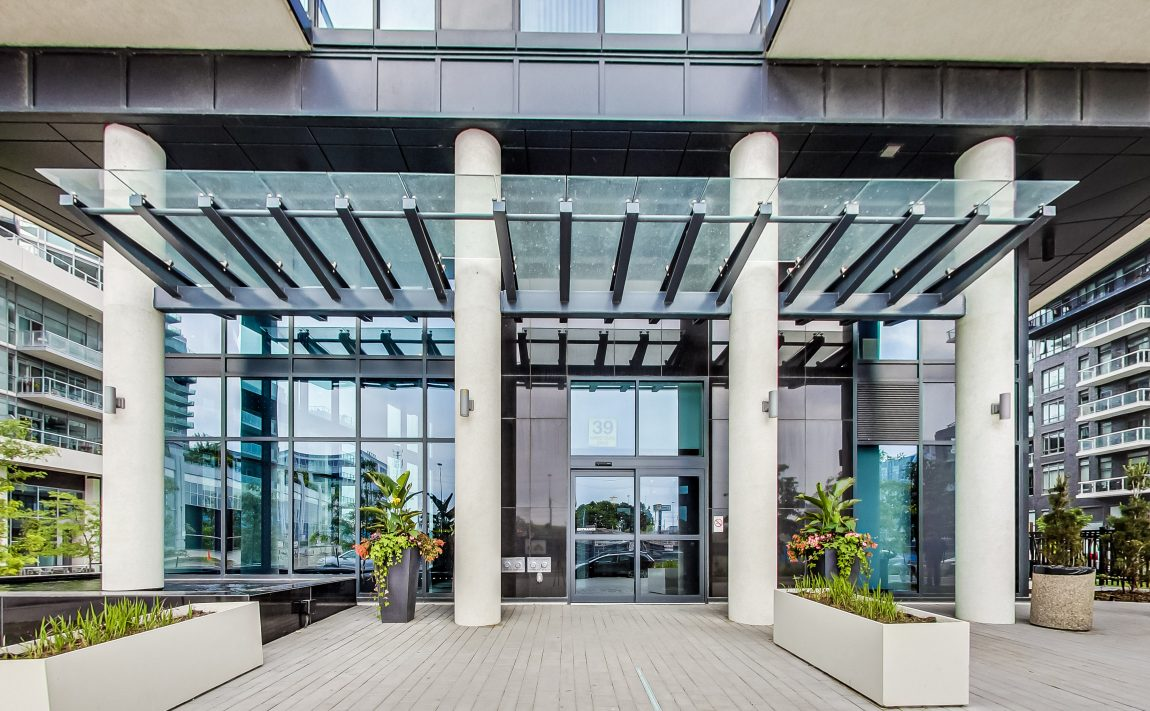 cove-at-waterways-39-annie-craig-dr-humber-bay-shores-front-entrance