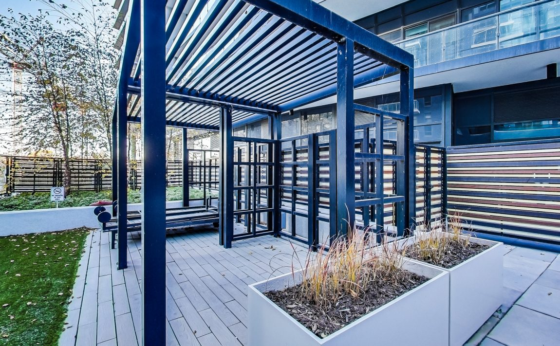 cove-at-waterways-39-annie-craig-dr-humber-bay-shores-outdoor-patio