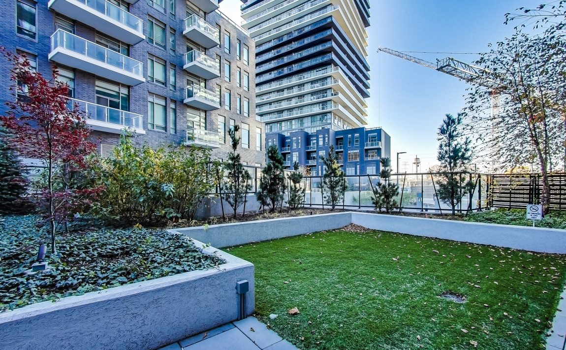 cove-at-waterways-39-annie-craig-dr-humber-bay-shores-rooftop-terrace