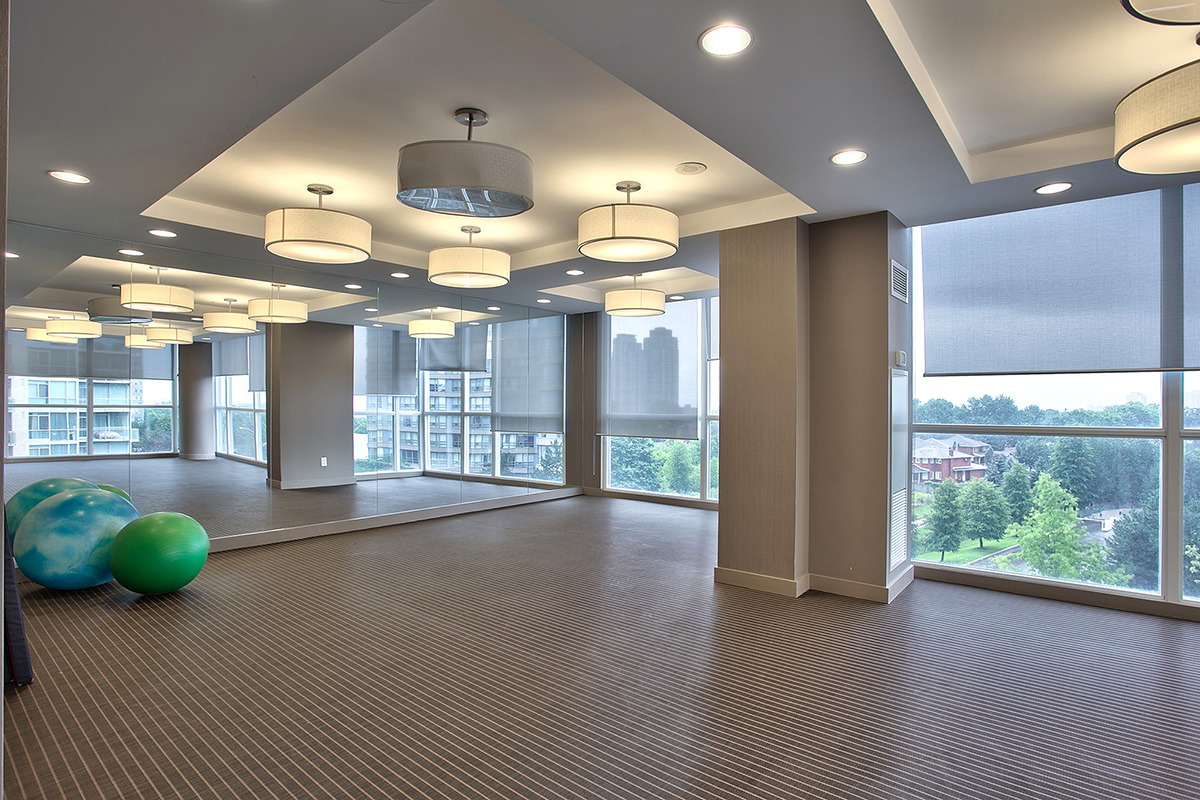 onyx-penthouses-223-webb-dr-condos-square-one-yoga